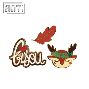 High Quality Cartoon Deer Lapel Pins Enamel Pins Christmas Badge for Clothing