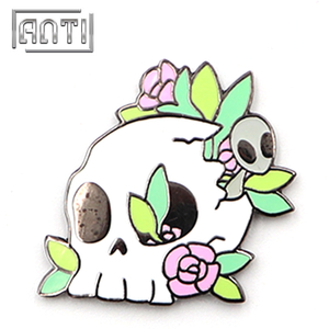 Customized Badge Skull Pins Enamel Novel Lapel Pins for Coat