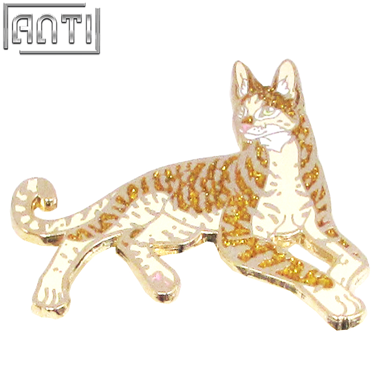 Wholesale Quality beautiful gold colour cool animal leopard hard enamel zinc alloy lapel pin