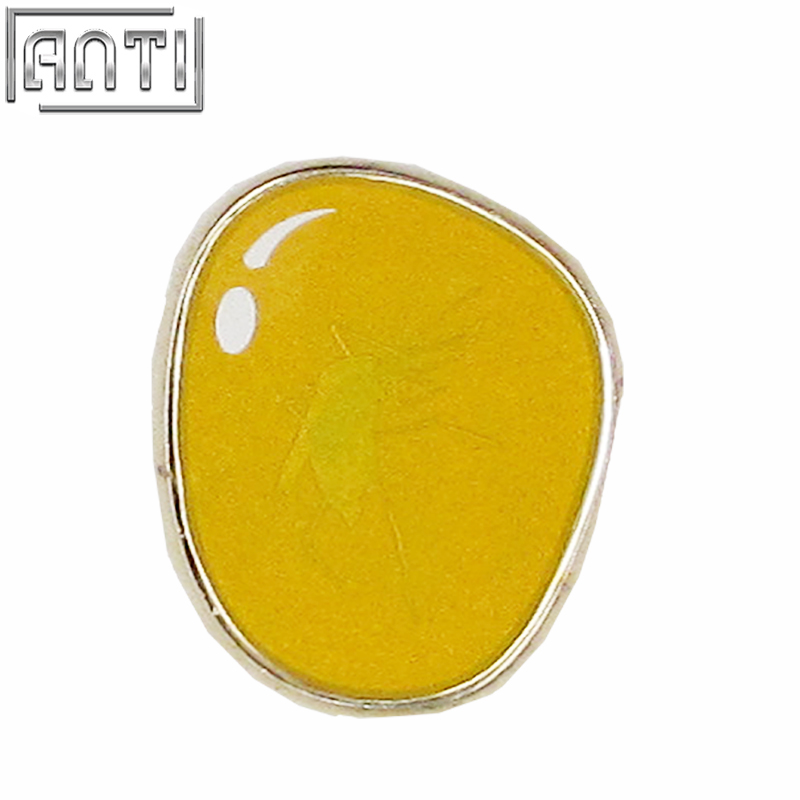 Unique Quality Hand Made Wholesale yellow transparency amber round ard enamel zinc alloy lapel pin